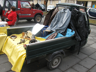 A Car Boot Sale in Pontremoli, Tuscany, Italy - Photo by Bottega Arcobaleno