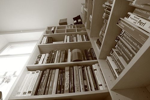6 Simple Yet Highly Effective Ways to Make a Space-saving Library in Your Home 6