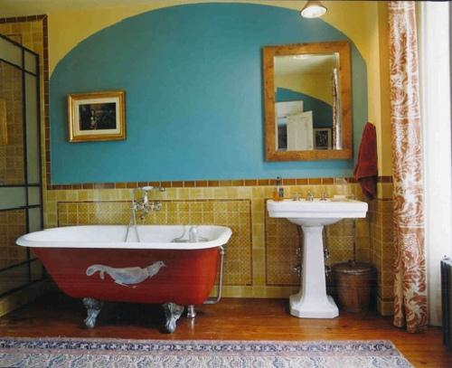 7 Tips to Design a Country Home Bathroom 4