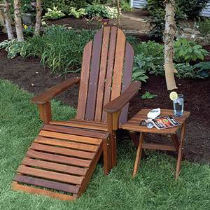 Garden Lounge Chair Made of Red Cedar with Footrest