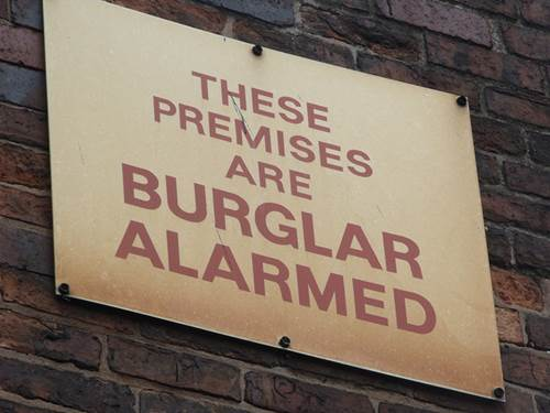 5 Things A Burglar Is Thinking 1