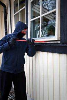 5 Things A Burglar Is Thinking 2