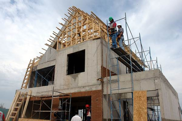 Key Factors to Look for When Choosing a Home Builder 1