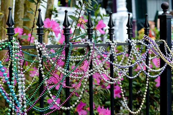 Fast And Fabulous Fence Decorating Ideas 1