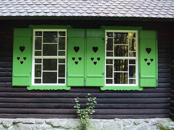 Vinyl Or Wood - Which Material Should You Choose For Window Shutters 2