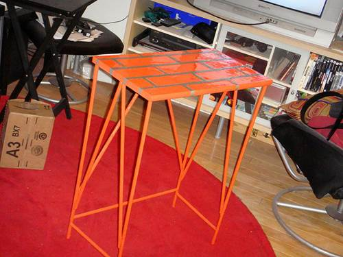 Give Your Old Furniture A Facelift With Spray Paint 2