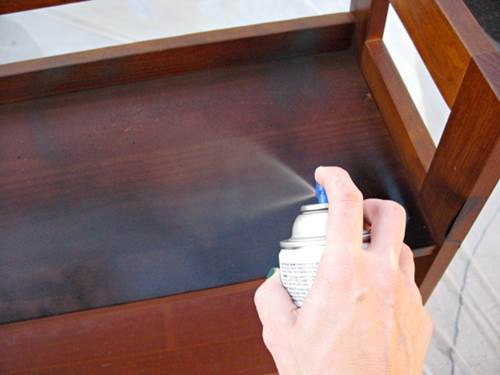 Give Your Old Furniture A Facelift With Spray Paint 5