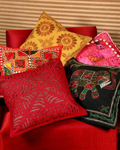 How Patterned Cushion Covers Can Add A Drama To Your Room 2
