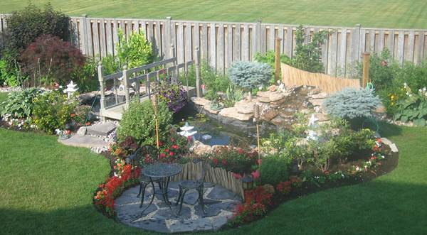 The Pros And Cons Of Cultivating A Perfect Lawn 3
