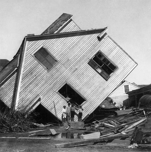 4 Tips To Save Your House From A Hurricane 1