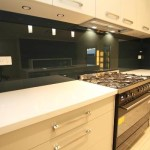 Using Glass Splashbacks To Give Your Kitchen Both Function And Style