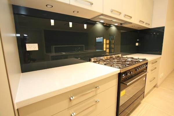 Using Glass Splashbacks To Give Your Kitchen Both Function And Style 1