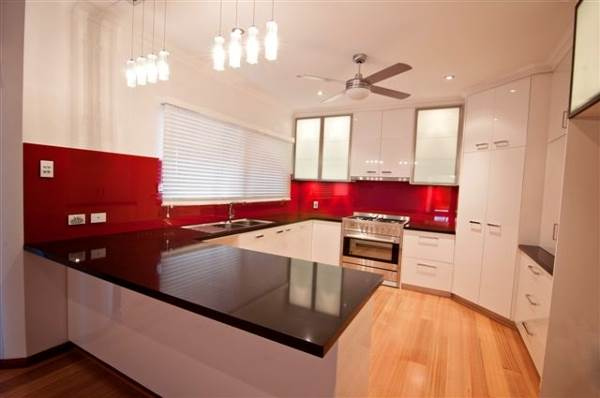 Using Glass Splashbacks To Give Your Kitchen Both Function And Style 2
