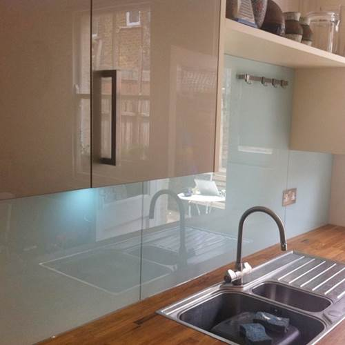 Using Glass Splashbacks To Give Your Kitchen Both Function And Style 3