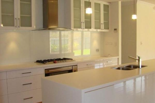 Using Glass Splashbacks To Give Your Kitchen Both Function And Style 4