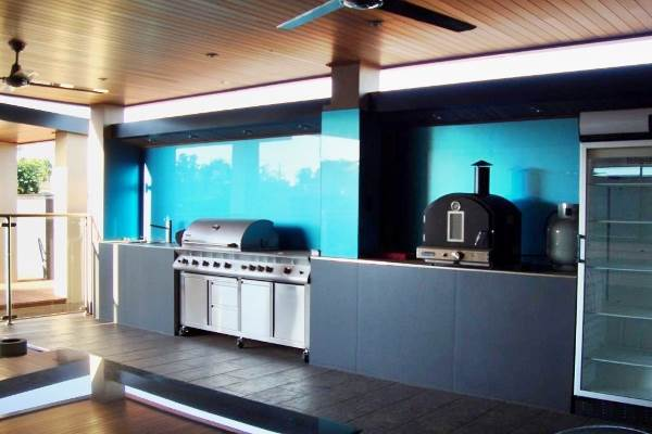 Using Glass Splashbacks To Give Your Kitchen Both Function And Style 6